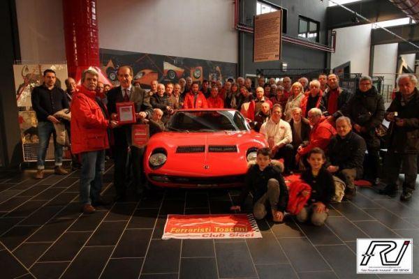 Foto di Gruppo con Fabio Lamborghini e la Miura personale di Ferruccio Lamborghini